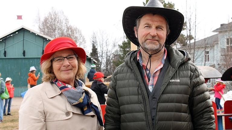 Eva Alriksson i Moderaterna och Karl-Erik Taivalsaari i Vänsterpartiet i Gällivare. Foto: Alexander Linder/ Sveriges Radio.