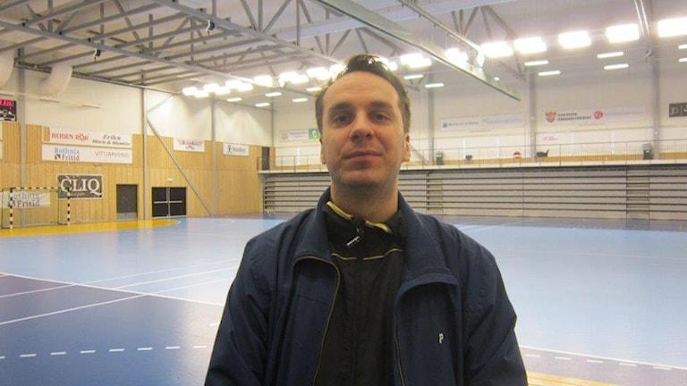 Tobias Pettersson, ny tränare för Boden handboll. Foto Peter Sundkvist/Sveriges Radio.