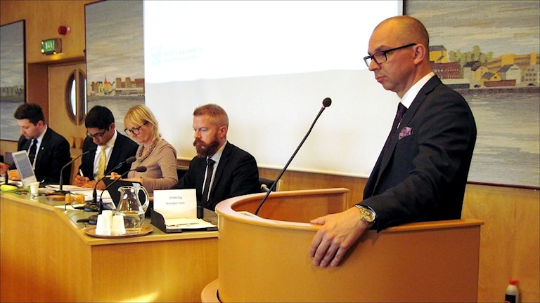 Luleås kommunalråd Niklas Nordström (S) i talarstolen. Foto: Stig-Arne Nordström / Sveriges Radio.
