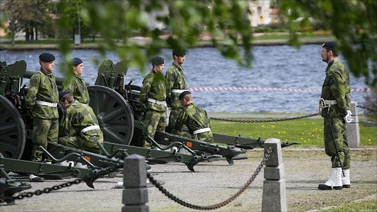 Pågående salutskjutning Boden. Foto Försvarsmakten.