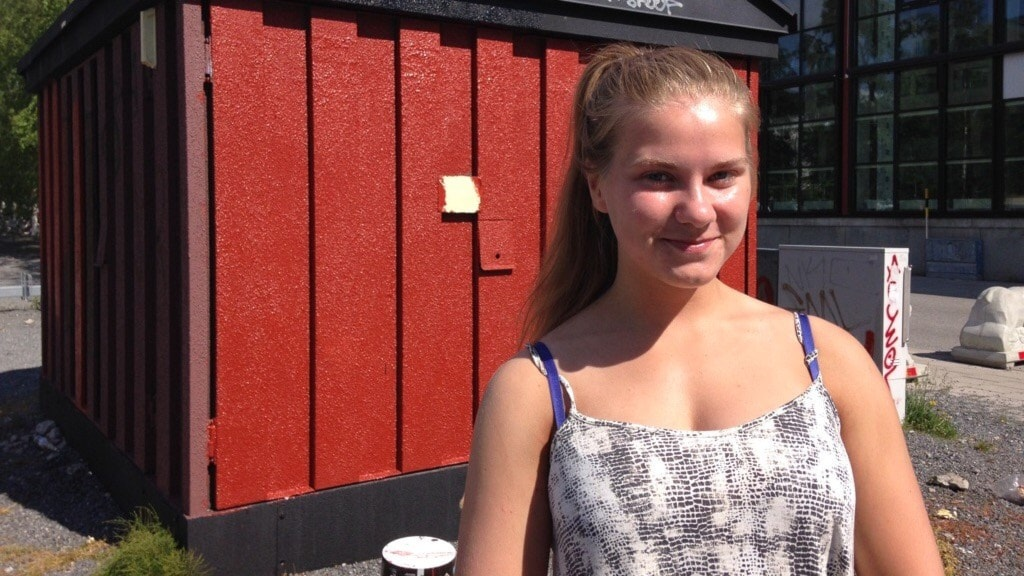 Julia Eriksson, sommarjobbare. Foto: Fanny Bergvall/Sveriges Radio.
