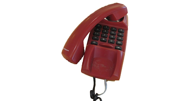 En klassisk röd telefon. Foto: Hjalmar Lindberg/Sveriges Radio.