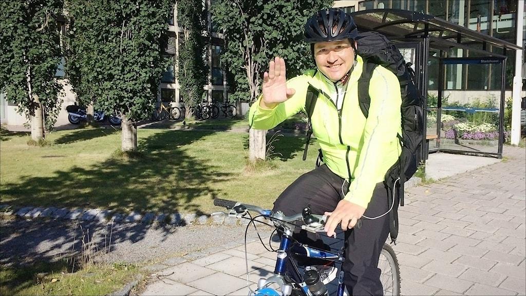 Gerardo Espejo cyklar från Luleå till Ystad. Foto Anna Lidé / Sveriges Radio.