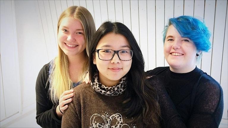 Maja Pekkari, Sofia Avraza och Elin Öquist. Foto Anna Lidé / Sveriges Radio.