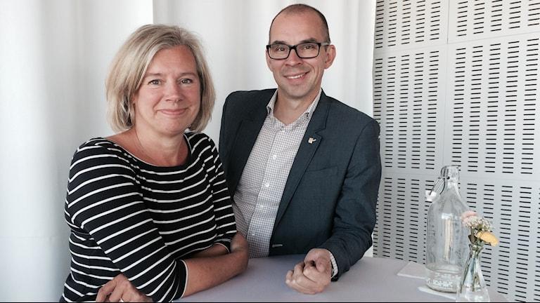 Stolta värdar: chefen för kulturskolan i Luleå, Maria Bergenudd och kommunalrådet Niklas Nordström. Foto: Samed Salman/Sveriges Radio