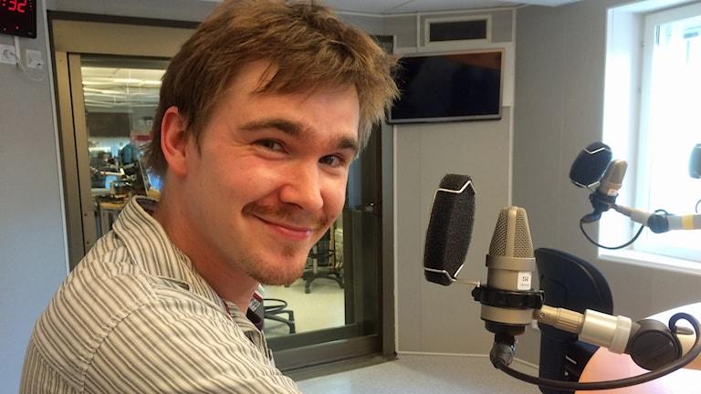 Bo Selinder i P4-studion. Foto: Lena Calle/Sveriges Radio.