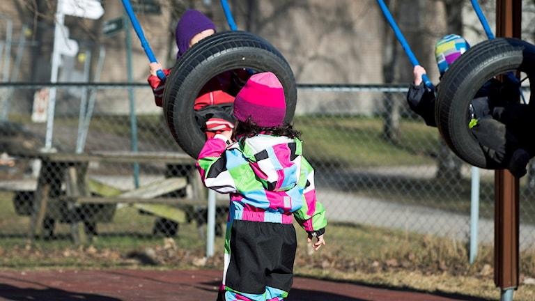 Barn gungar på förskola. Foto: Gorm Kallestad/TT.