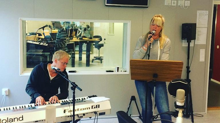 Britta Bergström och Rickard Tjernlund. Foto: Anton Bennebrant/Sveriges Radio.