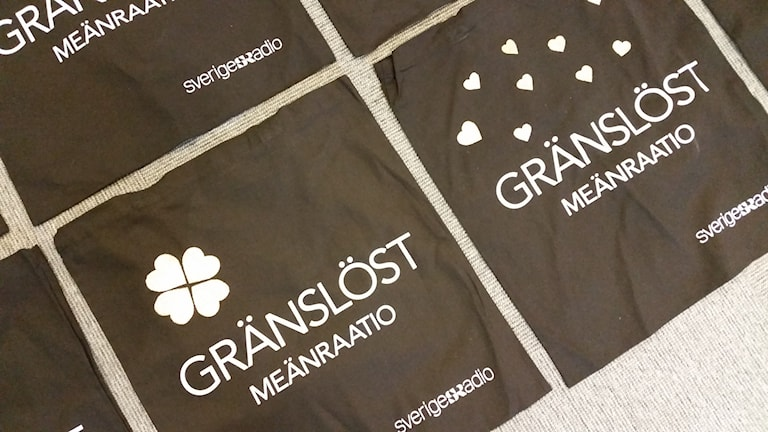 Varje kasse från Gränslöst har fått en personlig design. Foto: Carin Sjöblom/ Sveriges Radio.