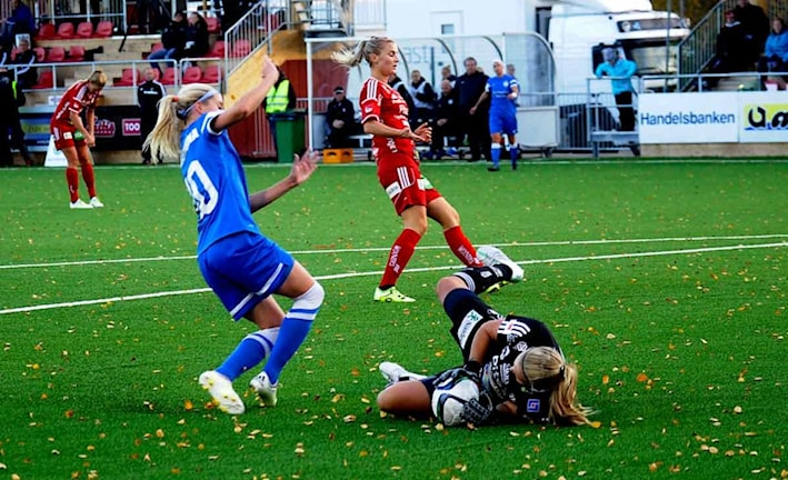 Hilda Carlén med en fin räddning. Foto: Alf Lindberg/pressbilder AB