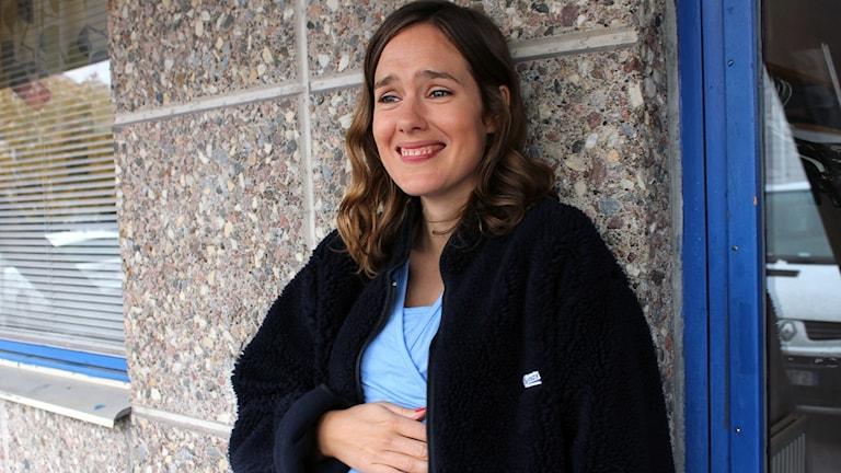 Jessica Grabowsky har en roll i thrillerserien Midnattssol som spelas in i Kiruna. Foto: Alexander Linder/ Sveriges Radio.