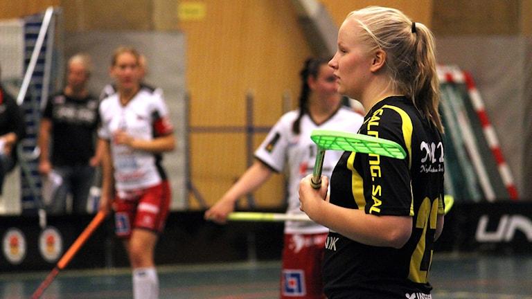 Viola Kuusisto gjorde Kiruna AIF:s båda mål i förlustmatchen mot Örnsköldsvik IBK. Foto: Alexander Linder/ Sveriges Radio.