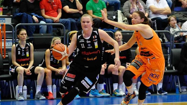 Luleå Baskets Allis Nyström mot Norrköping. Foto: Alf Lindbergh/Pressbilder.