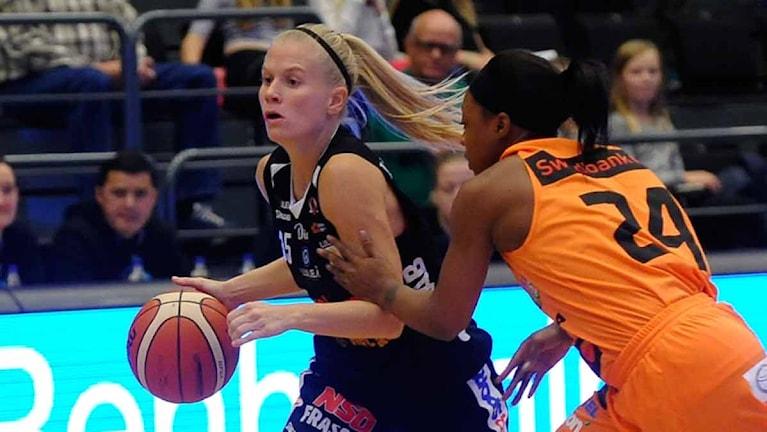 Luleå Baskets Julie Vanloo mot Norrköping. Foto: Alf Lindbergh/Pressbilder.