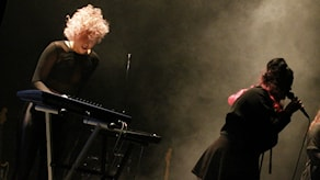 Signe Lindahl och Jill Holmgren från The Glorias. Foto: Fanny Bergvall/Sveriges Radio.
