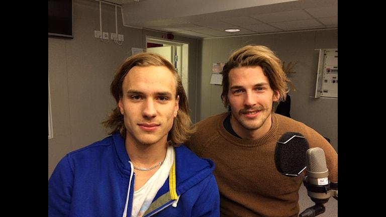 Spelarna Christian Nyman och Viktor Nyman från Kalix hockey A-lag. Foto: Tova Nilsson/ Sveriges Radio.