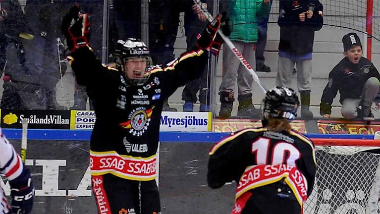 Luleå Hockey/MSSK jublar efter mål mot Linköping. Foto: Alf Lindbergh/Pressbilder.