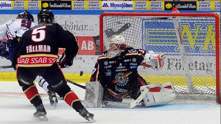 Luleå Hockey/MSSK:s målvakt mot Linköping. Foto: Alf Lindbergh/Pressbilder.