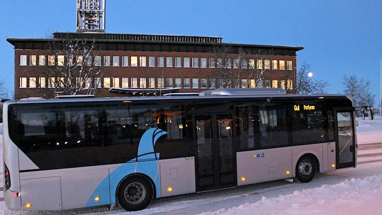 Kollektivtrafiken i centrala Kiruna har blivit fem miljoner kronor dyrare för kommunen. Foto: Alexander Linder/ Sveriges Radio.