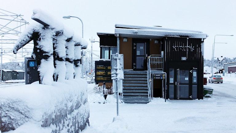 Kirunas tillfälliga järnvägsstation kommer att användas i flera år till. Foto: Alexander Linder/ Sveriges Radio.