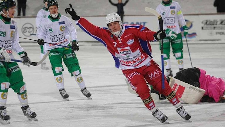 Kalix Anthon Khrapenkov jublar efter ett av sina mål mot Hammarby. Foto Alf Lindbergh pressbilder AB