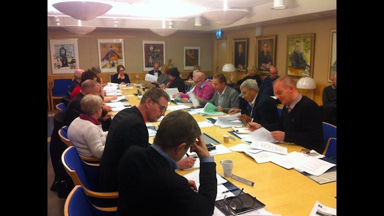 Landstingsstyrelsen sammanträder och diskuterar kritiken från revisorerna. Foto: Sebastian Wiklander, Sveriges radio.