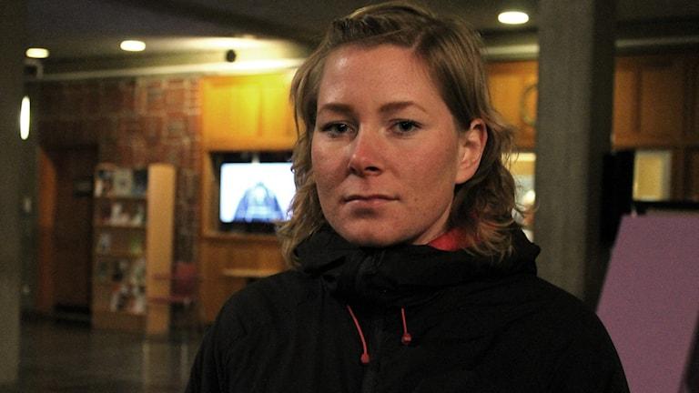 Christine Brännvall är inte nöjd med regeringens asylpolitik. Foto: Alexander Linder/ Sveriges Radio.