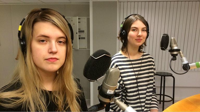 Julia Burström och Linnea Harila Blomqvist. Foto: Lena Callne/Sveriges Radio.