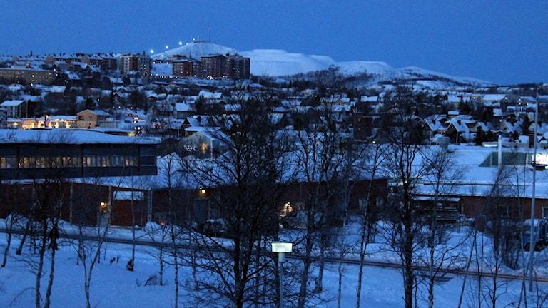 Stora delar av gatubelysningen i Kiruna släcktes efter omfattande skadegörelser. Foto: Alexander Linder/ Sveriges Radio.