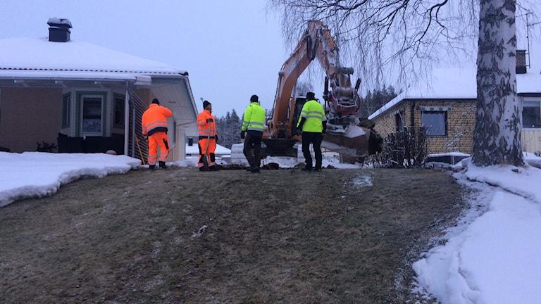 Reparation av vattenläcka. Foto: David Zimmer/Sveriges Radio