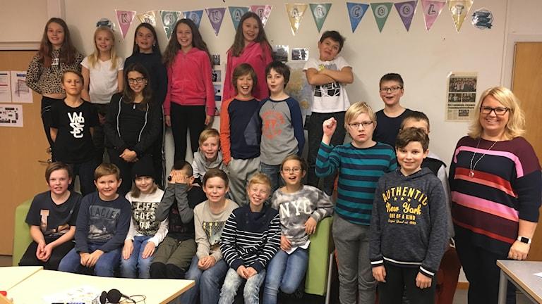 Furuparksskolan klass 5B med läraren Eva Eriksson.