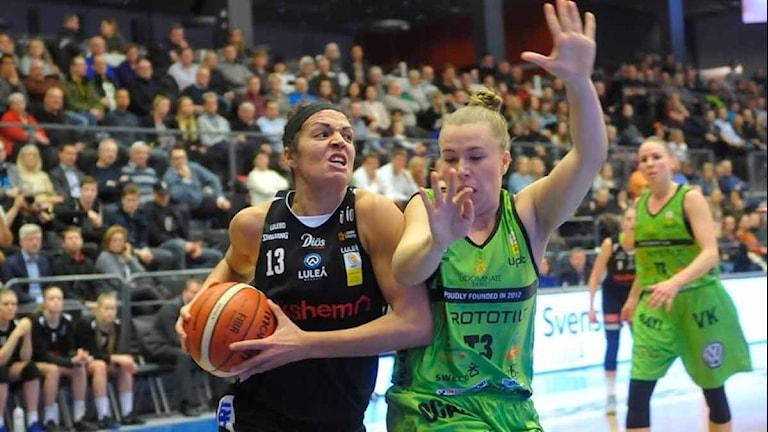 Luleå Baskets Sofie Hendrickx mot Udominate från Umeå. Foto: Alf Lindbergh/Pressbilder.