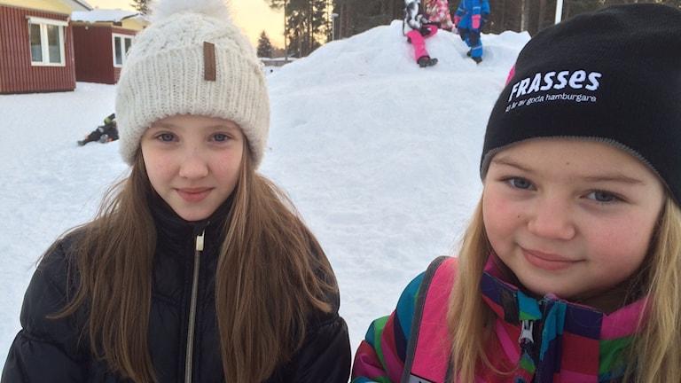 Alicia Elovsson och Natalie Fältman på Torpgärdsskolan.
