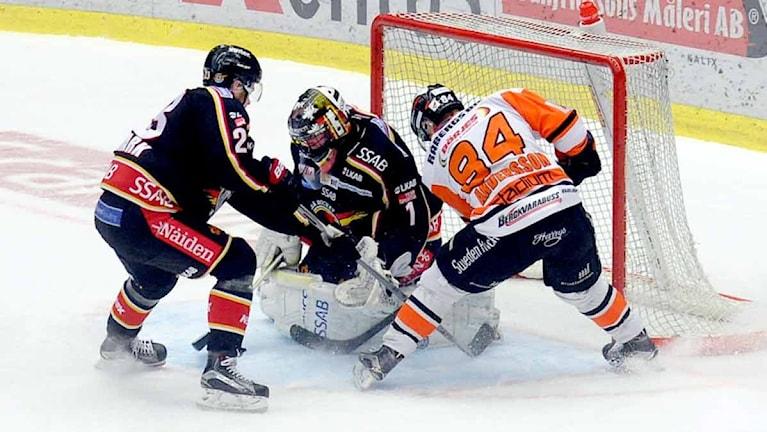 Luleå Hockeys målvakt Daniel Larsson mot Karlskrona. Foto: Alf Lindbergh/Pressbilder.