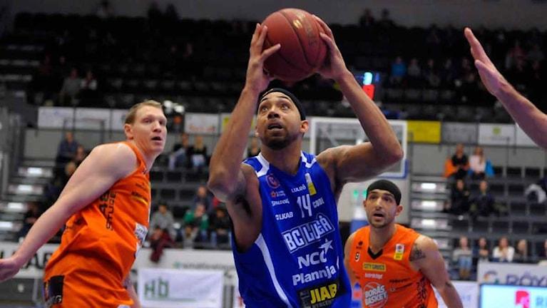 BC Luleås Jarraun Burrows mot Borås. Foto Alf Lindbergh pressbilder AB