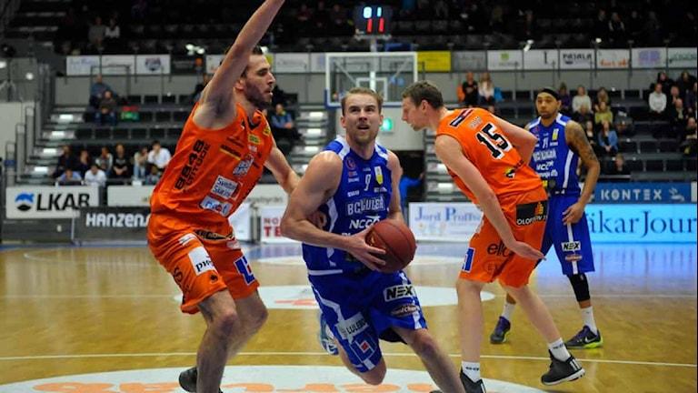 BC Luleås Christopher Ryan mot Borås. Foto: Alf Lindbergh/Pressbilder.