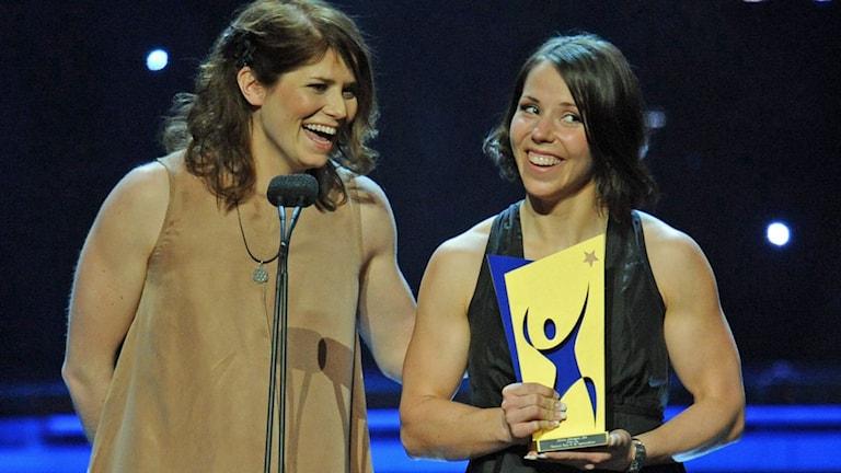 Ida Ingemarsdotter och Charlotte Kalla, årets lag på Svenska Idrottsgalan 2012. Foto: Fredrik Sandberg/TT.
