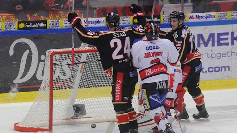 Luleå Hockey jublar efter mål mot Örebro. Foto: Alf Lindbergh/Pressbilder.