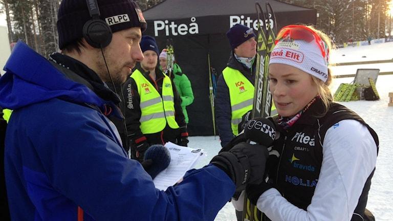 Jennie Öberg, Piteå Elit, intervjuas av David Zimmer. Foto: Marcus Nilsson/Sveriges Radio.