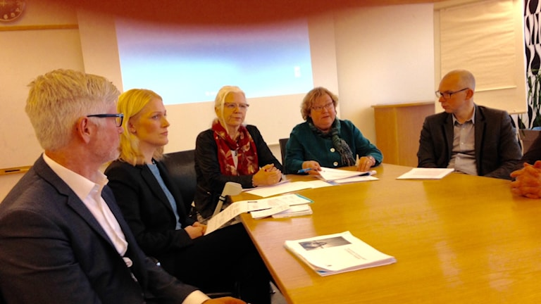 Revisionsrapporten om Rikshemaffärren presenterades av Luleås kommunledning och företrädare för Lulebo. Foto: Per Vallgårda/Sveriges Radio