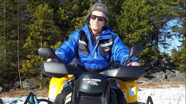 91-årige Kalle Stenvall missar inte en skidtävling. Foto: Privat