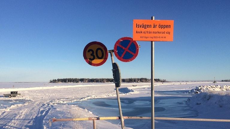 Isväg i Luleås skärgård (arkivbild).