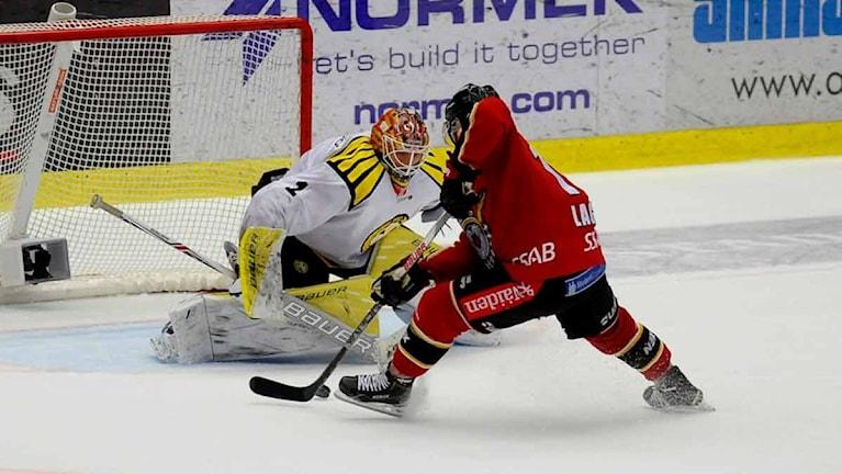 Brynäs målvakt Felix Sandström mot Luleå Hockey. Foto: Alf Lindbergh/Pressbilder.