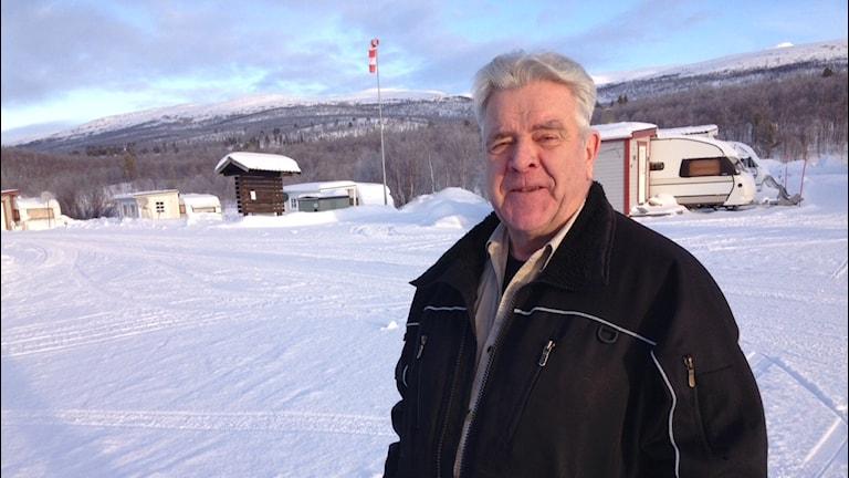 Björn Helamb bodde i Vuoggatjålme när köldrekordet noterades 1966, den 2 februari. När rekordet blev känt gick telefonen varm hos familjen Helamb. Foto: Per Vallgårda/Sveriges Radio