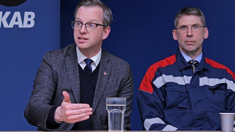 Näringsminister Mikael Damberg (S) och LKAB:s vd Jan Moström i Kiruna. Foto: Alexander Linder/ Sveriges Radio