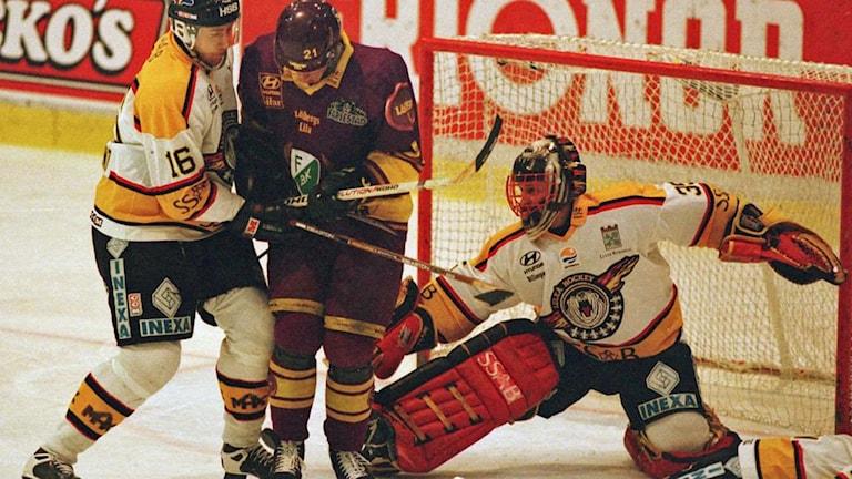 Luleå Hockeys målvakt Jarmo Myllys i SM-finalen mot Färjestad 1997.