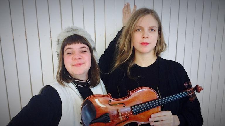 Folkmusikduon Sara & Samantha.
