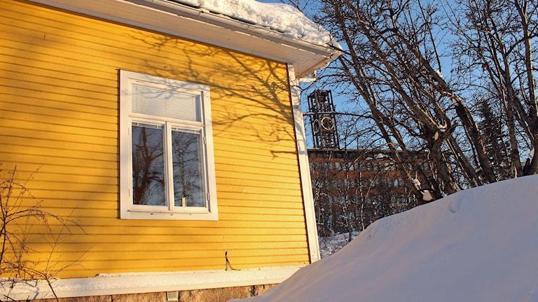 Länsmansbostaden från 1906 finns idag strax väster om stadshuset i Kiruna. Men snart måste huset flyttas.