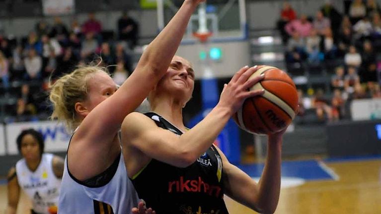 Luleå Baskets Martina Stålvant mot Mark.