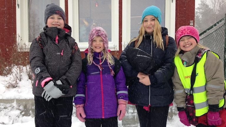 Glada elever i Klöverträsk: Ebba Granström, Moa Nilsson, Vilma Andersson och Linnea Strand.